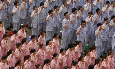 Inmates Take An Oath To R 006